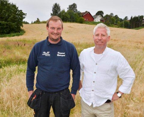 Har fortsatt planer: Edvall Martin Stenberg (til venstre) og Gunnar Schulz har ikke skrinlagt planene om å få realisert utbyggingen på Liåker i Lunner sentrum. Bildet er tatt sommeren 2016.
