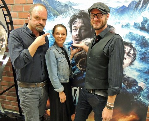 PREMIEREMARATON: Atle Antonsen, Agnes Kittelsen og Øystein Karlsen. Kristoffer Joner på kinoplakaten bak er også med i Dag.