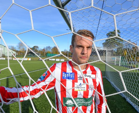 Øystein Lundblad Næsheim fortsetter i Kvik Halden FK, men kan forsvinne til Saudi-Arabia.