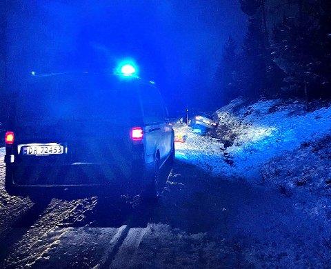 En bil havnet i grøfta på Gamleveien etter det politiet betegner som råning.