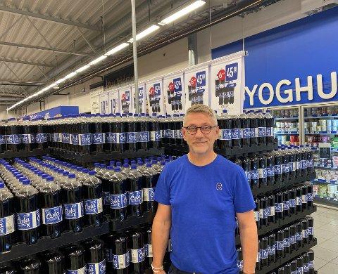 LETTBRUS: Rune Edén forteller at lettbrusen vil være billigere fremover, men at de fortsatt har en del å gå på når det kommer til konkurranse med butikkene over grensa.