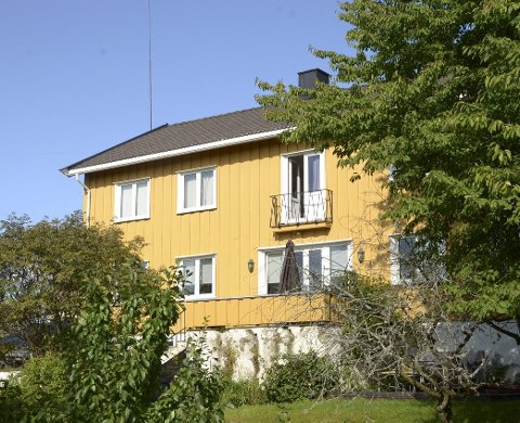 OPPSAL GÅRD: Er foreslått utbygget med blokker og rekkehus. Utbygger og Plan- og bygningsetaten er uenig om dette gule huset skal rives eller bevares. FOTO: Nina Schyberg Olsen