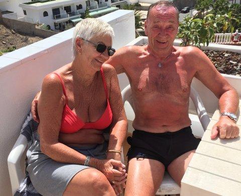 HOLDER MOTET OPPE: Brynhild Førde og Per Wiesner holder motet oppe selv om de nå må flytte til et nytt hotell på Gran Canaria til de får fly hjem til Tromsø.