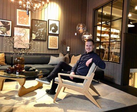 FORNØYD: Haakon Bredrup ser at her i butikken i Storgata er det liv laga.