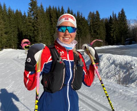 Marte Mæhlum Johansen gikk på ski fra Eiktunet i finværet tirsdag, fordi det ikke lenger kjøres løyper på Lillehammer der hun bor.
