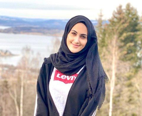 BIDRAG: Student Fatima Nawafly meldte seg frivillig fordi hun har et ønske om å bidra. Hun har ikke hørt noe ennå.
