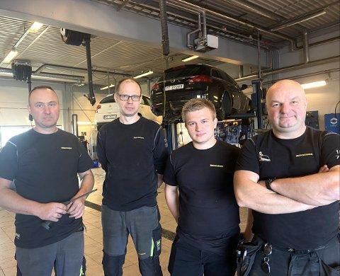 KLARE: Karol Sobezyk, Grzegorz Lenik, Rafal Moskal Og Rafal Daroszewsi er klare for å ta imot nye kunder hos Mekonomen
