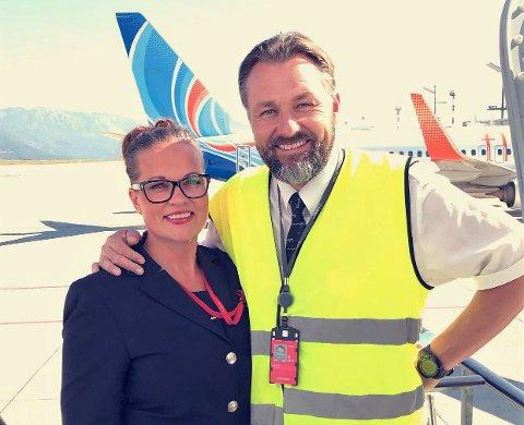 GLADE: Katrine Gundersen og Erik Stian Langset gleder seg over at deres arbeidsgiver Norwegian nå ser ut til å være reddet.