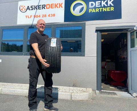 ASKER DEKK: Daglig leder, Jan Roar Heggelund deler sine beste tips for å unngå punktering.