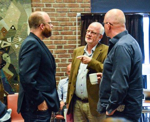 Fikk oppdatert informasjon: Leder av PPT, Ivar Ramberg (i midten), redegjorde for situasjonen i PPT for hele skole- og barnehageutvalget, blant dem Ap-politikerne Per Reidar Karlsen (t.h.) og Oddvar Myklebust.