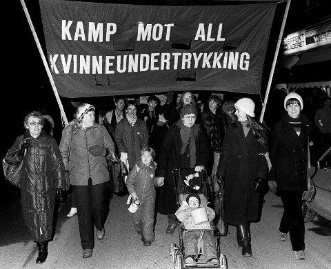 "KAMPDAG: Kvinnedagen markeres i Oslo. Hovedparolen i 8.-mars-toget er ""Kamp mot all kvinneundertrykking"". NTB arkivfoto: Erik Thorberg / NTB"