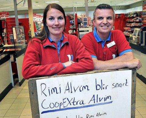 GIR SEG: Ekteparet Darleen og Andre Bjore  har drevet  matbutikken på Alvim  på franchisebasis for både Ica og Coop. I mai gir paret seg.