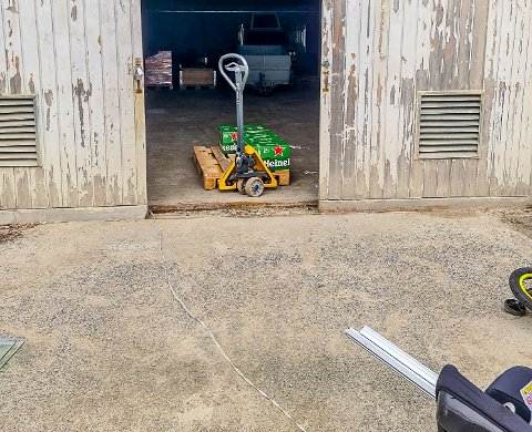 En pall med øl ble stjålet fra et lager på Momarken arena.
