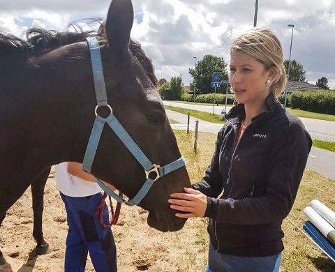 BLE LURT: I 2018 var Marianne Lindstøl på desperat jakt etter høy til hestene sine. Svindleren fra Tokke tilbød sine tjenester, men Lindstøl så aldri en eneste høyball.