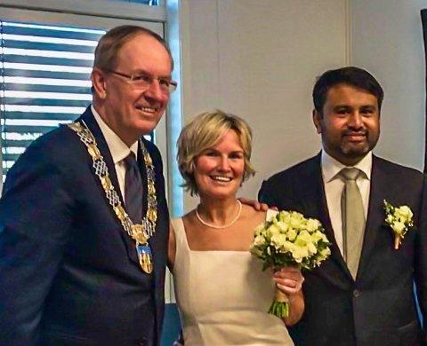 VIET: Anne Line Broen og Alvin Alex ble tirsdag viet av ordfører Petter Berg.