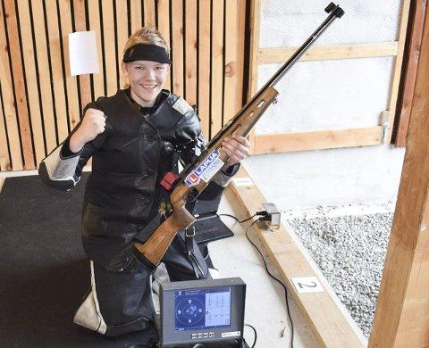 Fornøyd: Lars Kristian Solheim smiler bredt etter å ha skutt hele 349 poeng på et stort stevne i Froland sist lørdag. Privat foto