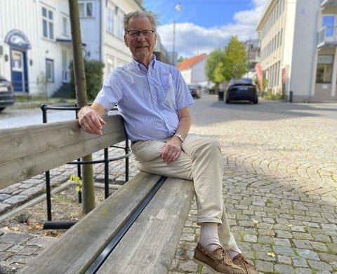 Arne Bjørnstad: Den engasjerte lokalpolitikerne tok sammen med Einar Johnsen tidligere i sommer iniatiativ til å fylle opp Astrid Gjertsens vinfond.  Foto: Olav Loftesnes