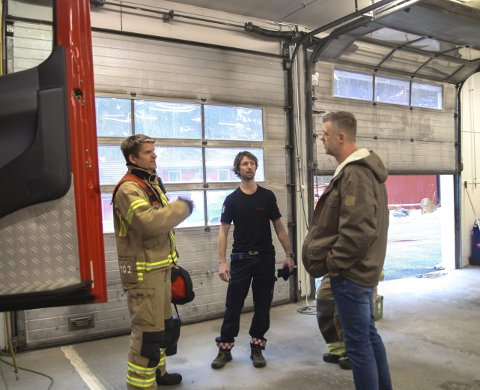 Søsterdalen: Brannvesenet i Tvedestrand har sine lokaler i Søsterdalen, like ved Tjenna. Det er 20 ansatte ved stasjonen, 16 faste og fire reserve. Nå er det ansatt en ny fast brannkonstabel, og to reserve. Arkivfoto