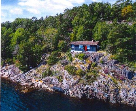 De nye eierne søker nå om å rive denne hytta, som de kjøpte i november i fjor.