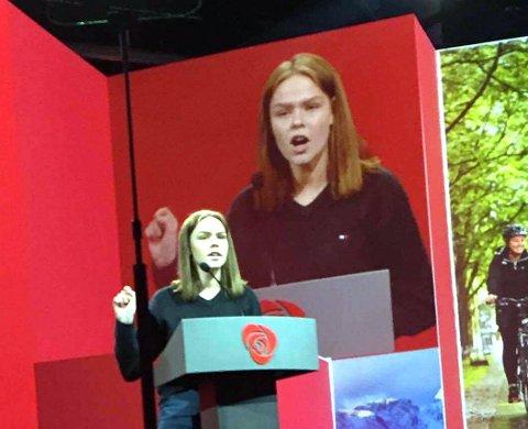På talerstolen: Ingrid Elise Klosbøle Kolstad har ikke sceneskrekk. Her holder hun et innlegg på saftig valdresdialekt under Ap-landsmøtet i Folkets Hus i Oslo i 2017.