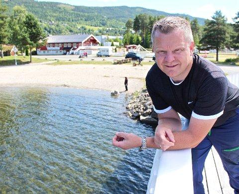 Sommeridyll: Det er gode tider for eier og driver av Leira Camping og Hyttesenter, Lars Tore Berg. Når høgsesongen er over, skal omkring 30 nye vognplasser ferdigstilles.