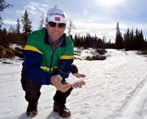 IKKJE BEKYMRA: Den erfarne løypekøyraren Oddvin Bakkene har støtt på utfordringar i år som han ikkje kan huske å ha gjort nokon gong tidlegare. Han er likevel ikkje bekymra for at det skal øydeleggje skiføret.