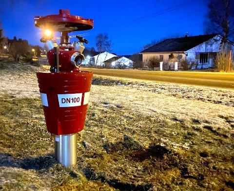 Skadet: Brannhydranten på Skjelstad har vært ute av drift i cirka to år. Nå blir det tatt affære.