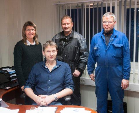 Geir Johnsen på plass som daglig leder ved Sommarøy Produksjonslag på Sommarøya. Her har han med seg Lisa Steen Evensen (regnskap), Lasse Johannessen (nestleder) og Håkon Andreassen (Kaiformann).