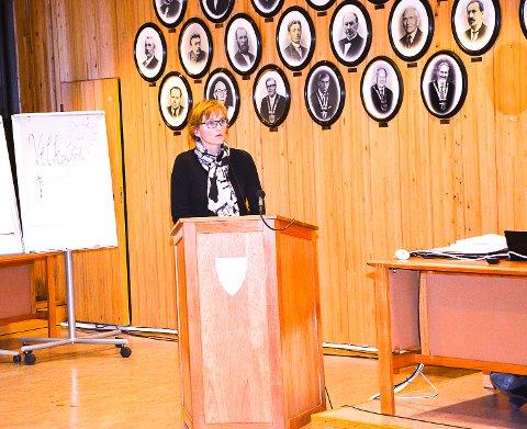 Rådmann Aud Norunn Strand legger fram sjokkerende tall om barnefattigdom i Modum i budsjettet hun i kveld presenterer i Modum kommunestyre.