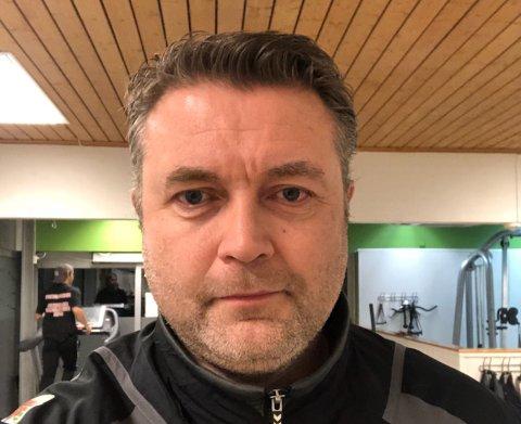 KJEKT: Vegar Sårheim vil ha nyheiter frå Sogn og Fjordane og er passeleg glad for den nye nettsida til NRK Vestland. Mange deler meininga hans.