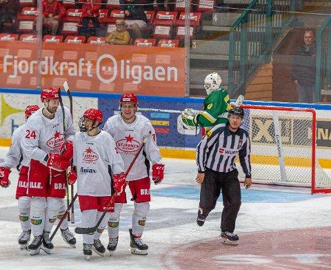Sondre Grønli (med gitter) scoret søndag kveld sitt aller første A-lagsmål for Stjernen.