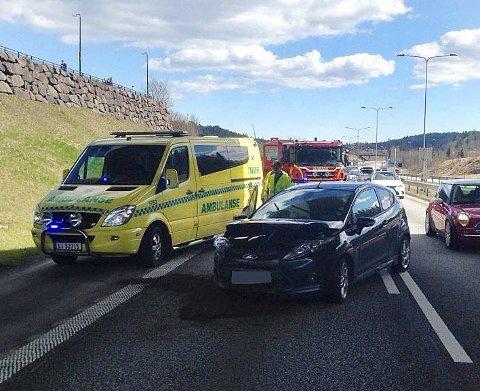 KRASJ PÅ E18: En kvinne kjørte inn i forankjørende bil.