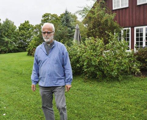 TRIVES: Hans Erik Raustøl trives på Hadeland og ønsker å bli boende her. Men han kommer til å flytte fra Prestegården.