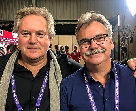KRITISERER HALLSITUASJONEN: Bent Svele (t.v.), her sammen med sin kommentatorkollega Harald Bredeli, har ikke mye positivt å si om hallsituasjonen i Halden.
