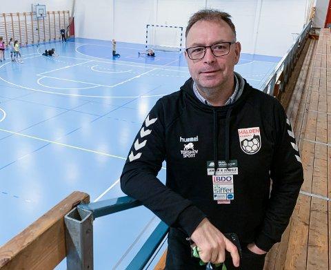 HÅPER PÅ HALL: Stein Cato Røsnæs og Halden Håndballforening har 240 aktive spillere. Nå ønsker klubben å utvikle seg og ta mer samfunnsansvar, men det er ikke mulig med dagens hallkapasitet i Halden.