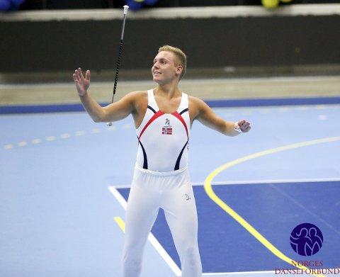ENEREN I DRILL: Mathias Langseth Eliassen har vært eneren i sportsdrill (twirling) i Norge og en av de beste internasjonalt. Nå har han gått bort.