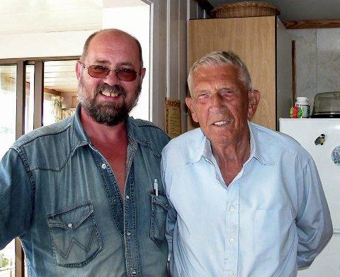 I august 2003 var jeg på besøk host Rino og Ellinor Harveg på Rauane.- Ellinor, ta et foto av meg og Jimmy, sa Rino.