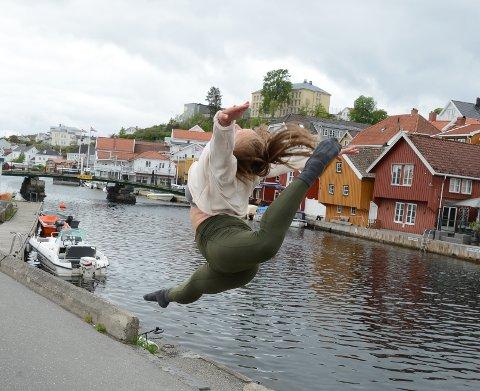 Svev: Danser Lise Kristoffersen med spontan dansoppvisning ved Blindtarmen søndag formiddag.