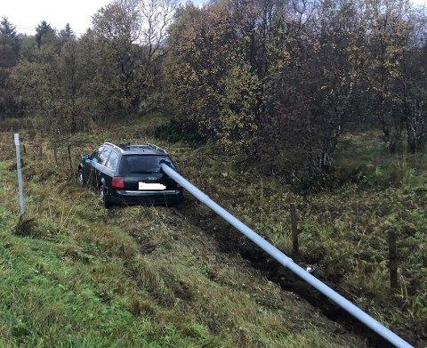 USKADD: Sjåføren kom uskadd fra utforkjøringen