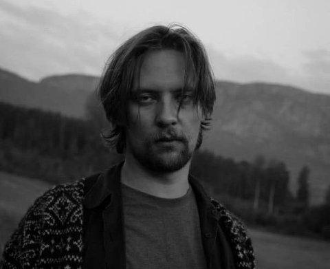SPILLER PÅ MUNNHARPE: Kenneth Lien (27) har tidligere gått på musikklinja på Gjøvik videregående. Nå skal han stille på Landskappleiken med munnharpe.