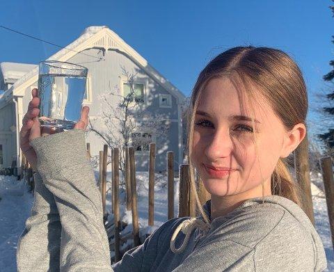 RENT VANN: – Endelig kan min datter Ronja (13) drikke vannet fra springen, sier Heidi Grindvoll Sollien fra Bøverbru.