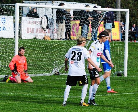 bf52d92e MÅLFEST: Eik-spillerne Jonas Johansen (nr. 23) og Vincent Wrige Arnesen