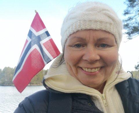 NM: Svanhild Fosser vant gull i NM i honning med sin skogsbærhonning. Her er hun på jakt etter blåbærblomster på 17. mai.