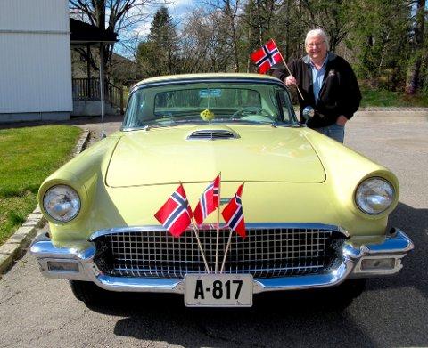 Terje Sæthre har store forventninger til årets 17.mai-cruising. Her ser vi ham ved siden av sin Thunderbird fra 1957.