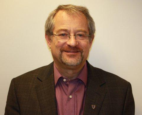 Runar Hannevold har jobbet med kommunereformen på vegne av Fylkesmannen. Han mener de tre kommunene i Ringeriksregionen bør slå seg sammen.