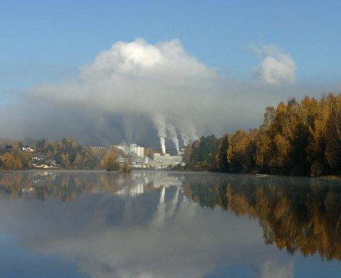 I DRIFT: Norske Skog Follum fabrikker den gang det var drift.