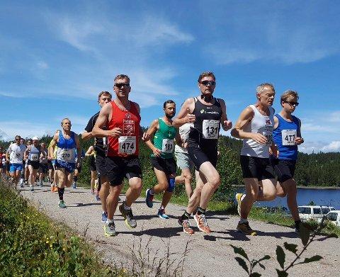 Mange i fjor: Det er ventet rundt 400 på start i Krokskogen halvmaraton lørdag.