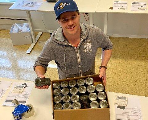 STORE BESTILLINGER: Flere kunder bestiller opp mot hundre bokser snus.