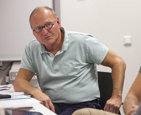 FEID AV BANEN: Tor Monsen registrerer at det ikke har blitt noen debatt om å leie rom i Sætrehallen, men at politikerne ønsker å gå for brakker. Arkivfoto: Henning Jønholdt
