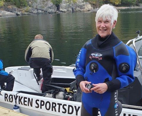 PÅ DYPT VANN: Anne Brit Strupstad har tilbragt mye tid på havbunnen den siste tiden. Hun håper å se mange frivillige i Sætre den 17. oktober.